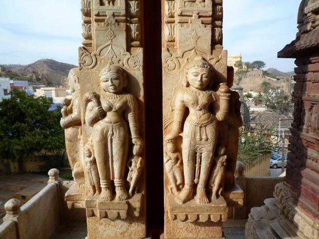pilier sculpté temple de Shiromati