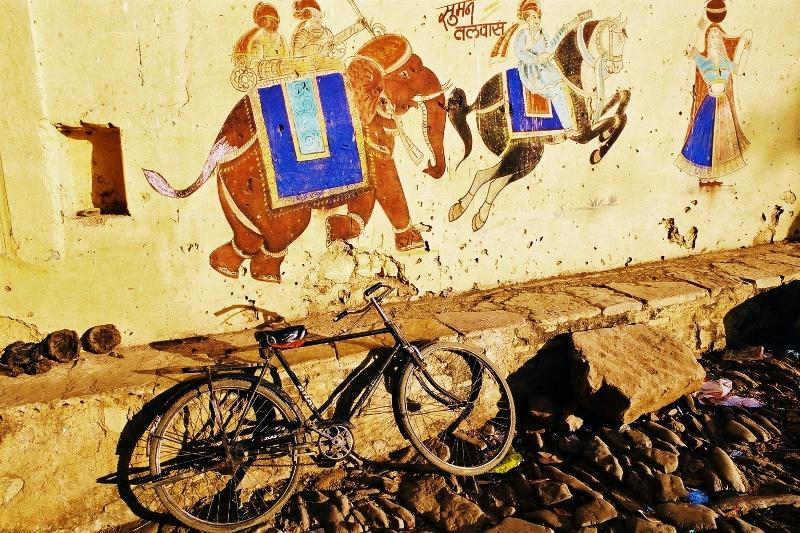 velo et peinture murale elephant Bundi